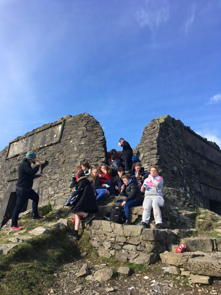 uk-group-at-ruins-of-castle